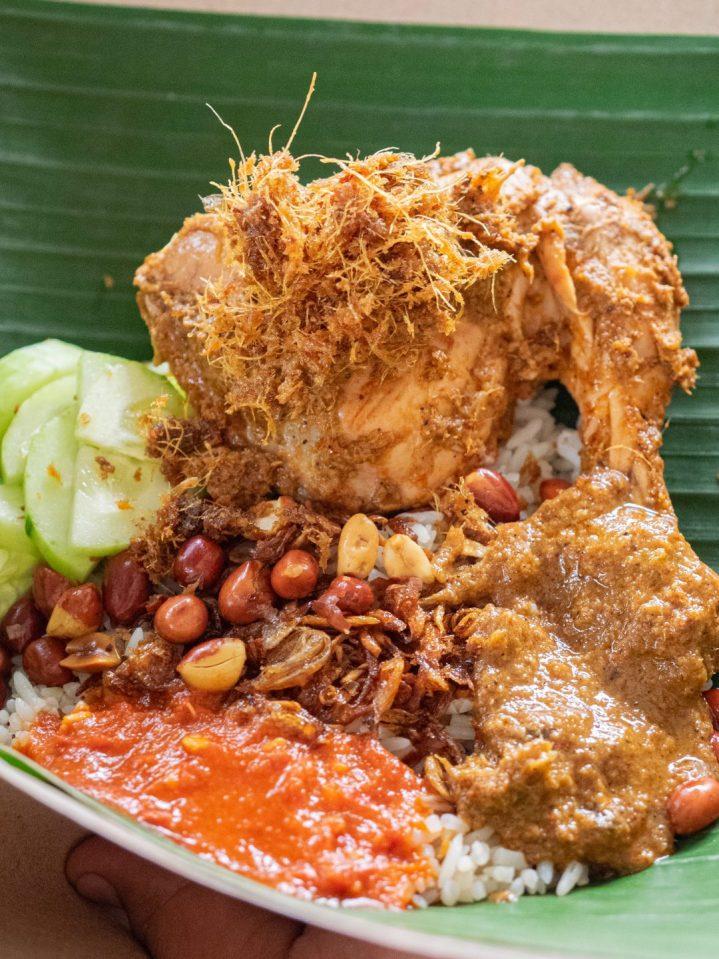Ini Dia 10 Nasi Gurih Pilihan Makanmana Buat Sarapan Murah Meriah & Enak di Medan! 16