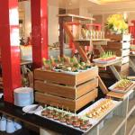 Asian & Western Lunch Buffet All You Can Eat hanya 99 ribu di Hotel Harper Perintis