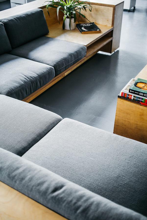 Paano gumawa ng sofa mula sa plywood