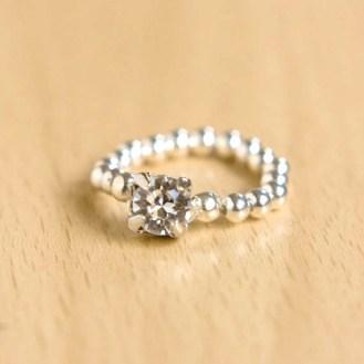 DIY Easy Elastic Sparkly Ring Tutorial