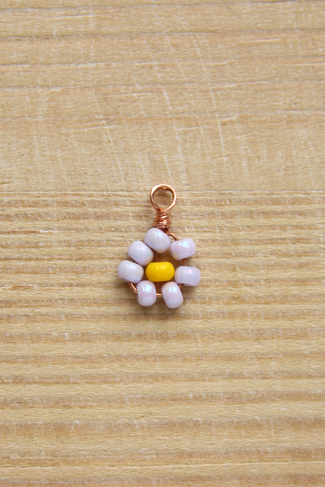 Beaded Daisy Necklace DIY Tutorial by Make and Fable