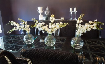 triple_white_oncidium_orchids_in_glass
