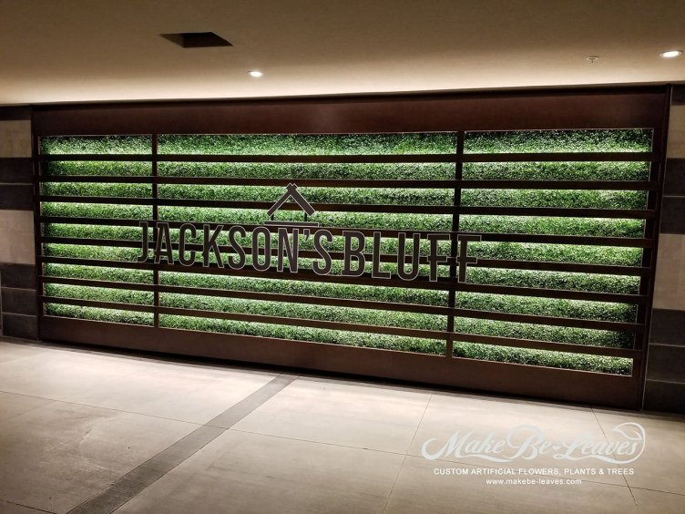rooftop-entry-wall-faux-boxwood