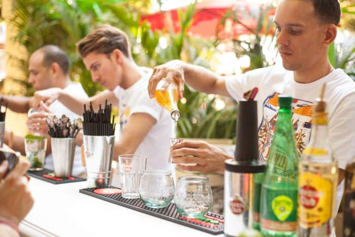 PLAZA HAVANA CLUB AU CAFE A - MAKEITNOW