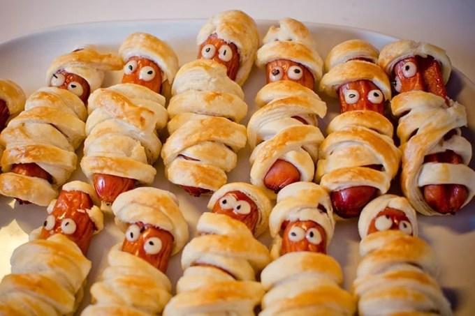 sausages in a dressing gown - Ετοιμάστε τον τέλειο μπουφέ. 9 λιχουδιές για παιδικό πάρτυ