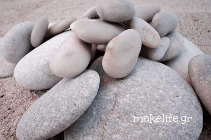 από τις παραλίες - Παιχνιδιάρικη ζωγραφική σε πέτρες και βότσαλα