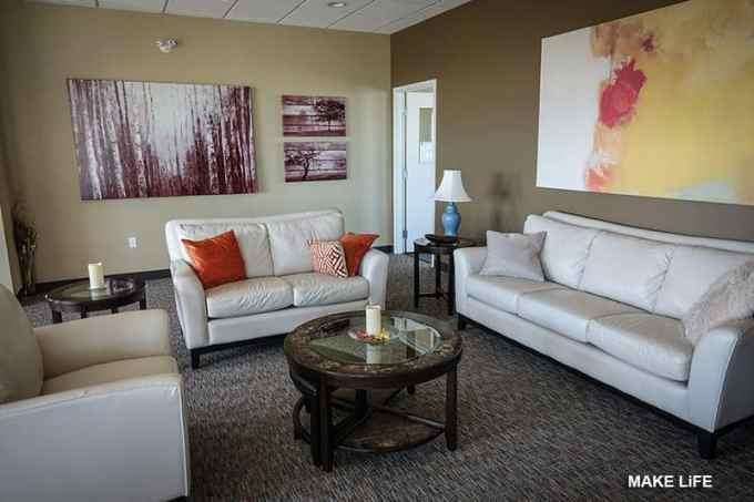 chocolate colour for living room - Τι χρώμα να βάψω τους τοίχους στο σαλόνι; 5 προτάσεις & ιδέες