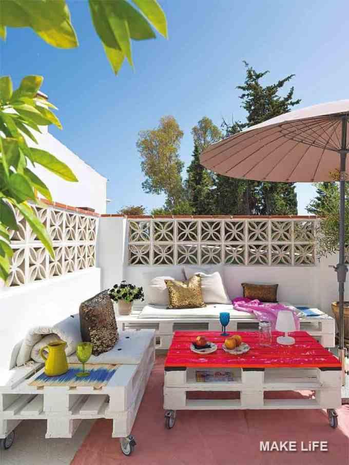 courtyard decoration - Πως θα κάνουμε ένα μικρό εξοχικό σπίτι να μοιάζει μεγαλύτερο
