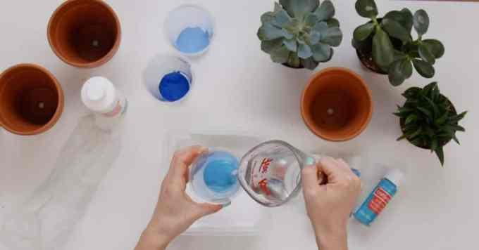 marbled terra cotta pots image 1 - Πως θα φτιάξεις πήλινα γλαστράκια με όψη μάρμαρου