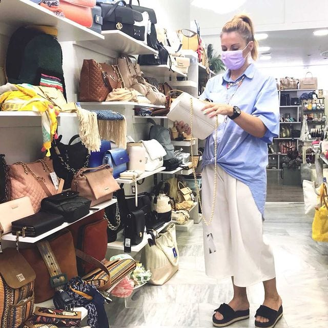 sales shopping 1 - Πως να ψωνίσεις στις εκπτώσεις έξυπνα και οικονομικά