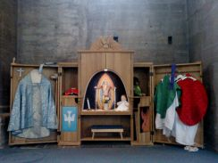 Childrens altar, where they can play priest and even bishop :-)