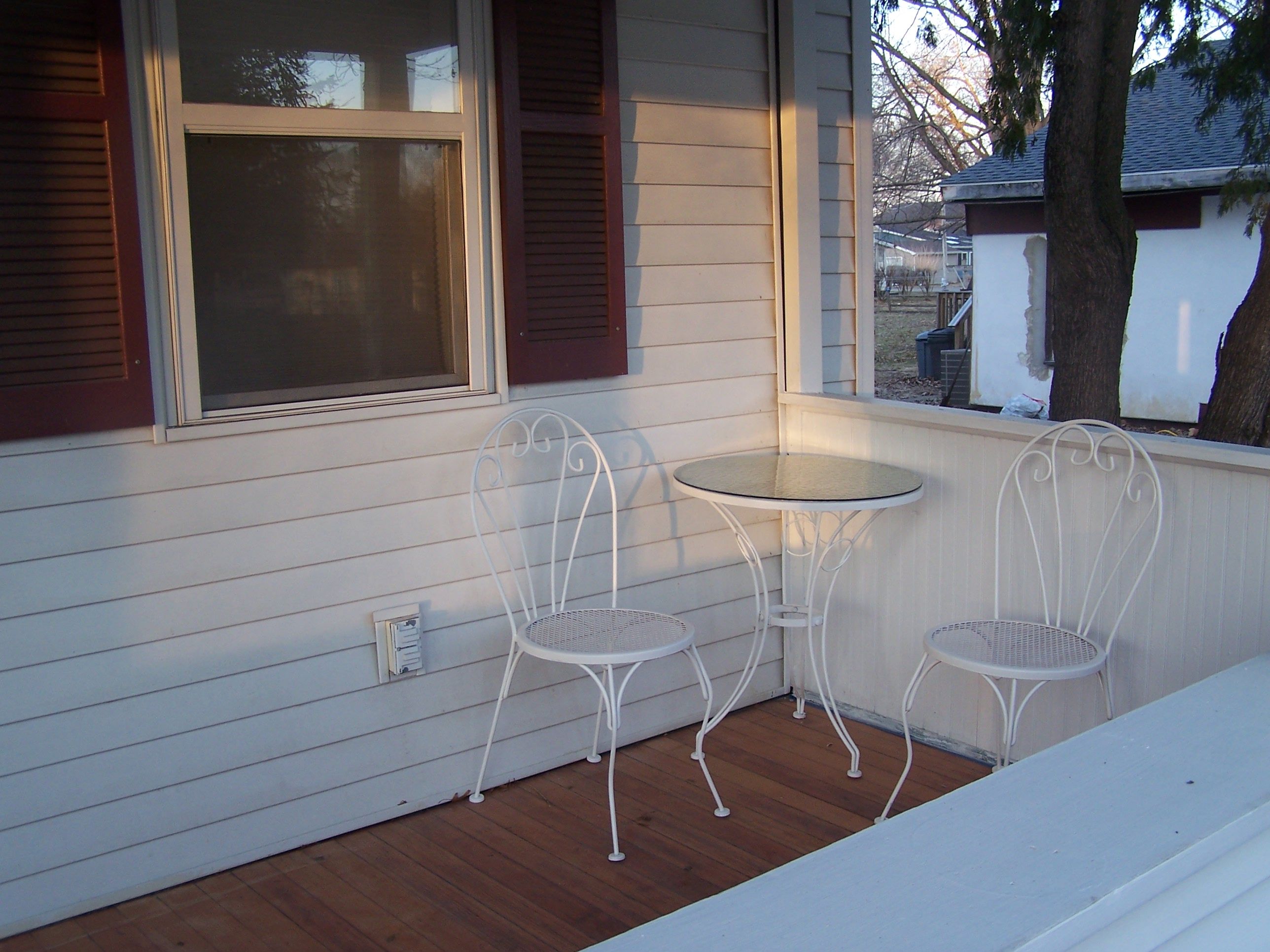 And on the other side- our lovely vintage ice cream table and chairs!