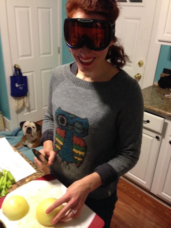 vege-chili-chopping-onions-with-goggles