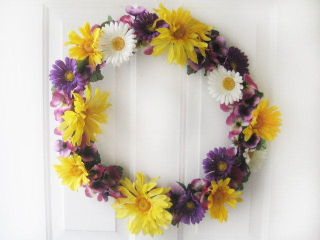 DIY spring wreath with flowers