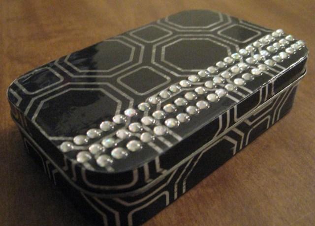 DIY Jewelry box from a tin