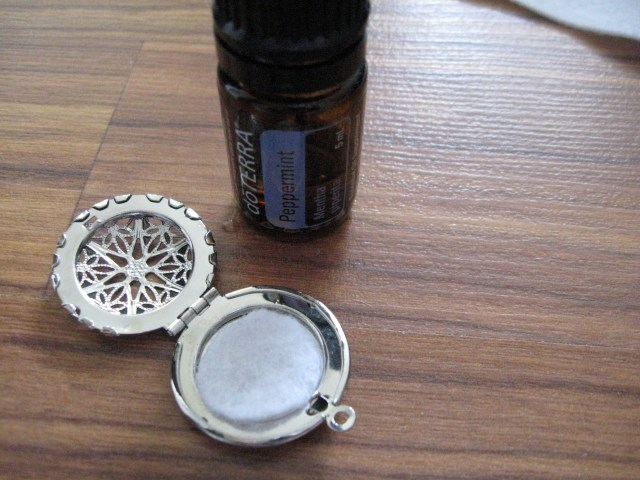 peppermint oil diffuser necklace