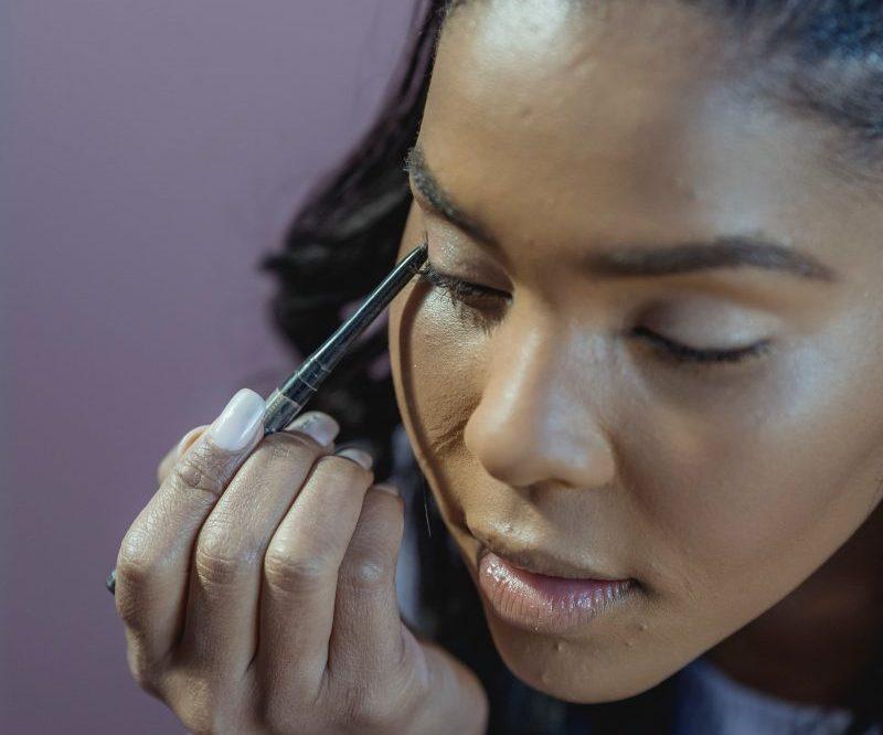 how to apply gel pencil eyeliner