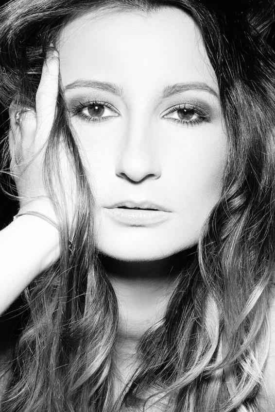 Before and After makeup – Emilia w fotografii czarno-białej
