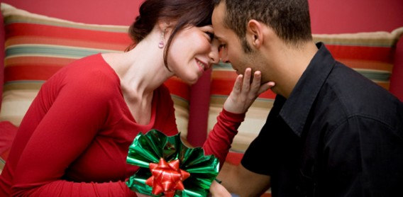 Please your Sweetheart on This Christmas with These Gifts