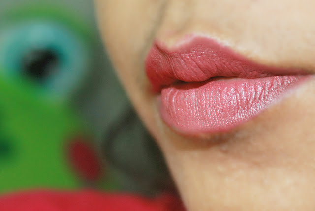Sugar Cosmetics It's A-Pout Time Vivid Lipstick 02 Breaking Bare: Review& LOTD