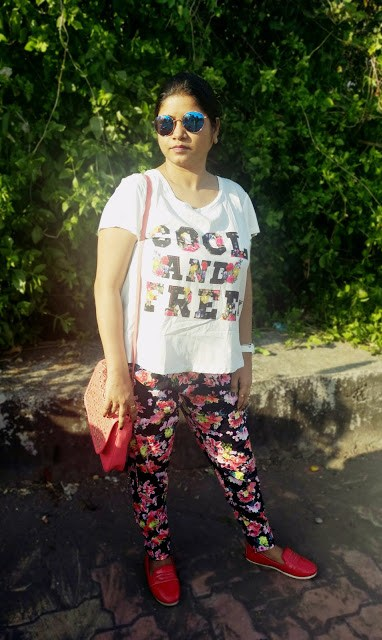 WHITE AND FLORAL   BEACH OOTD