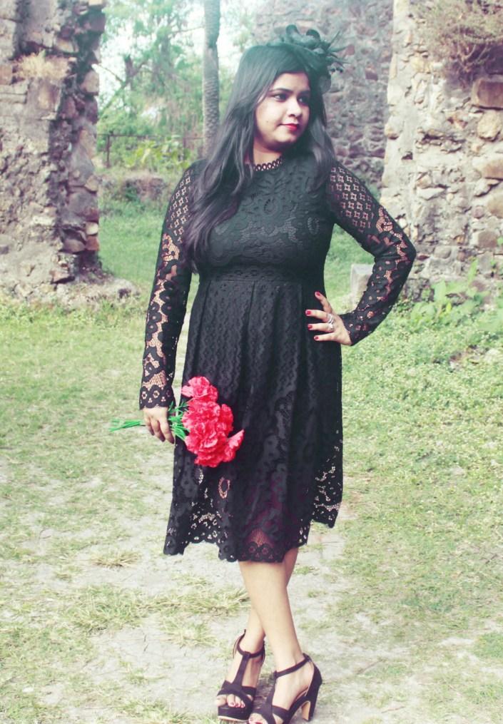 Valentine's Day OOTD // Vintage Black Lace Dress