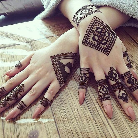 10 Trendy, Unique and Simple Mehandi Designs