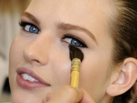 8 Best Makeup Tips for a Casual Hangout