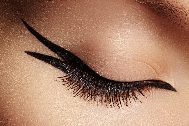 beautiful macro shot female eye fashion black eyeliner makeup   best graphic liner