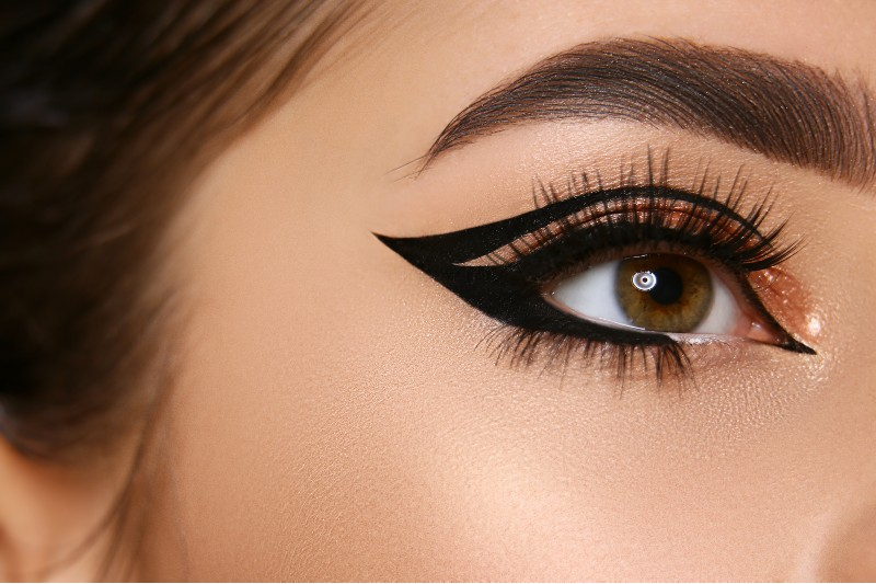 close woman eye sexy eyeliner golden shadow   graphic liner look