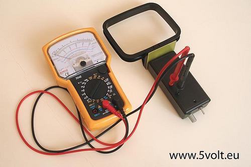 DIY: Magnetic field flux meter