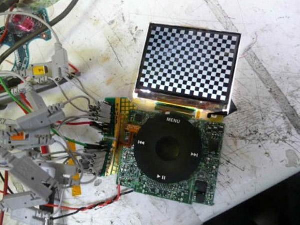Reuse an iPod LCD