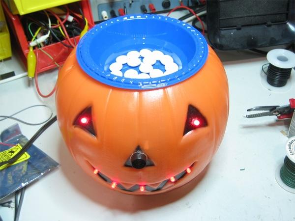 Freaky-scary Arduino Halloween pumpkin project!