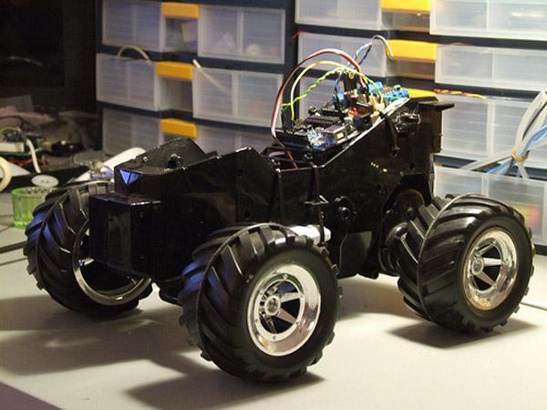 Big Bro: Arduino controlled robot