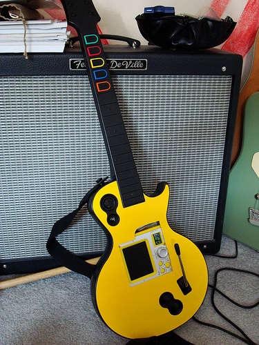 Kaossilator meets Guitar Hero controller
