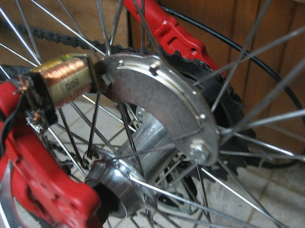 Contactless dynamo bike light