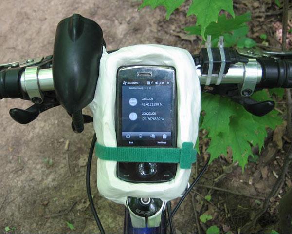 Makeshift handlebar smartphone mount