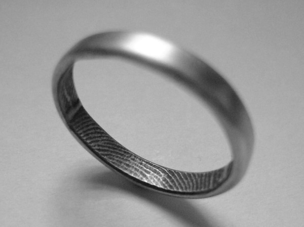 Fingerprint ring to identify your loved one
