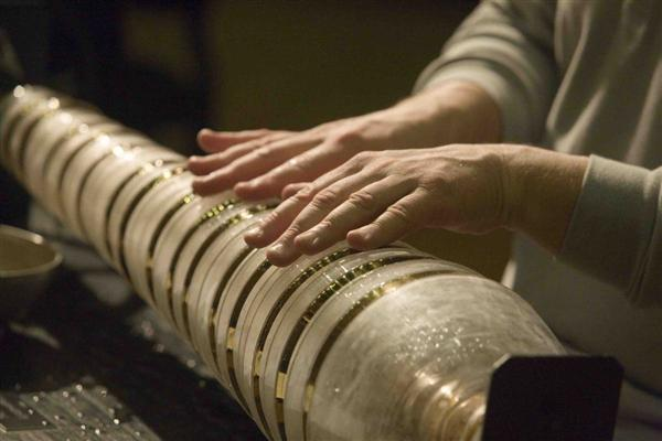 Thomas Bloch plays the glass armonica