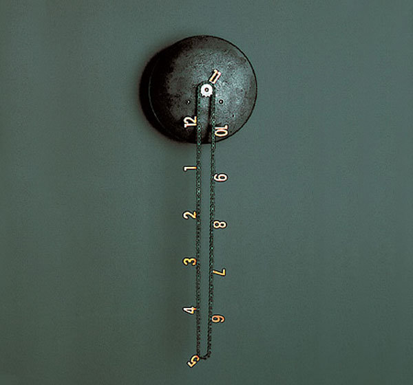 Catena clock tells time with a chain