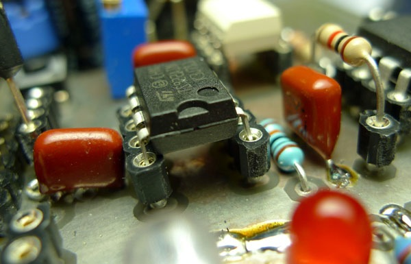 Machine pin headers make for easy chip sockets