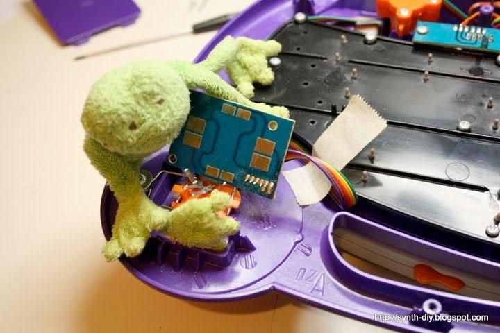 Synth Frog tours DIY workshops