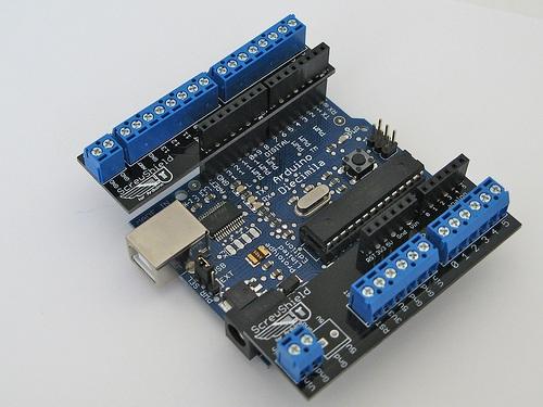 Arduino shields: Open source hardware 2009 – The definitive guide to open source hardware projects in 2009