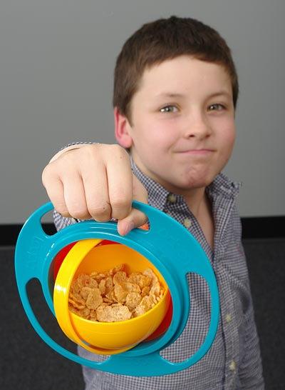 Gimbal-mounted kid's snack bowl