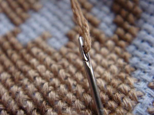 Easy-thread sewing needle