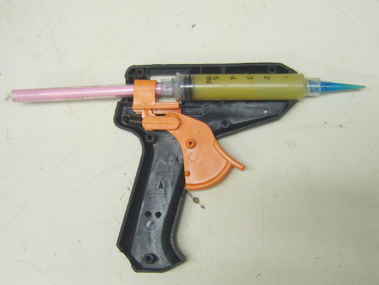 How to Hack a Syringe into a Glue Gun to Make an Applicator