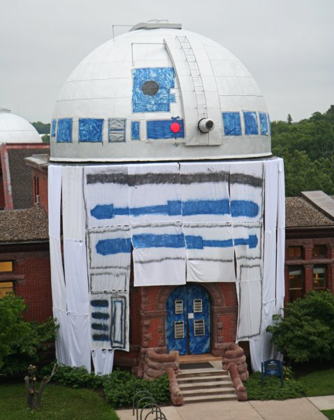 Thats no droid! It's an astronomy building.