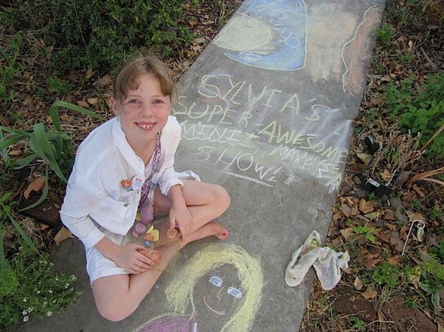 Sylvia's Super Awesome Mini Maker Show: Sidewalk Chalk