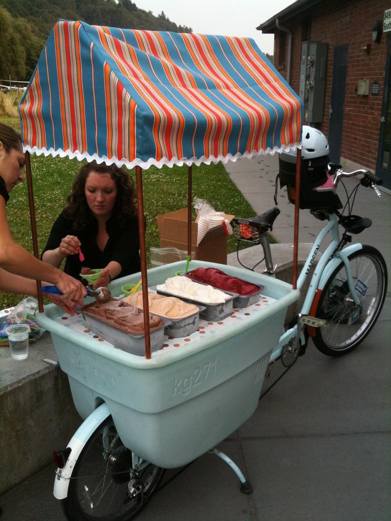 Gelato vending cargo bike mod