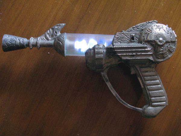 Sandcast aluminum ray gun, with bonus pour vid